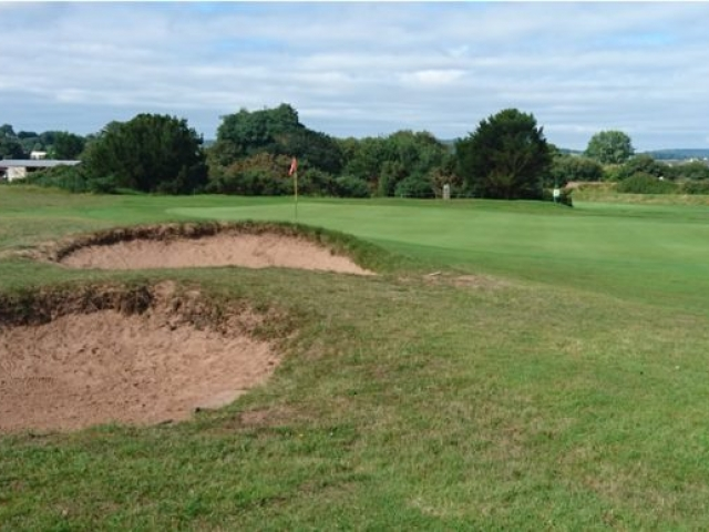 Warren 10th green with pot bunkers