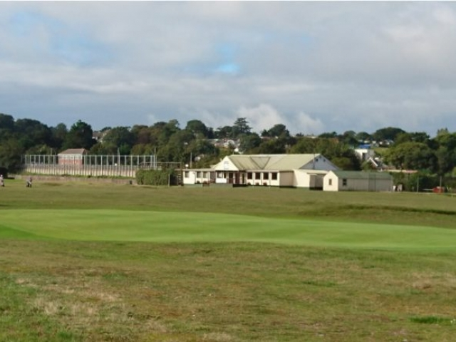 Warren clubhouse from behind the 1st green